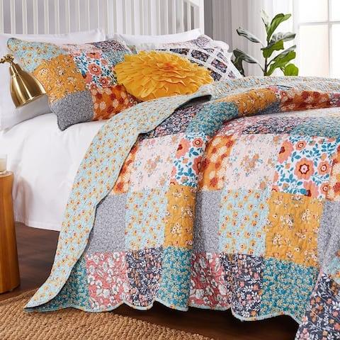Barefoot Bungalow Carlie Calico Reversible Cotton Quilt Set