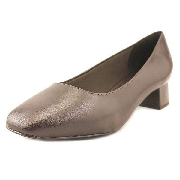 Trotters Lola Women WW Square Toe Leather Heels