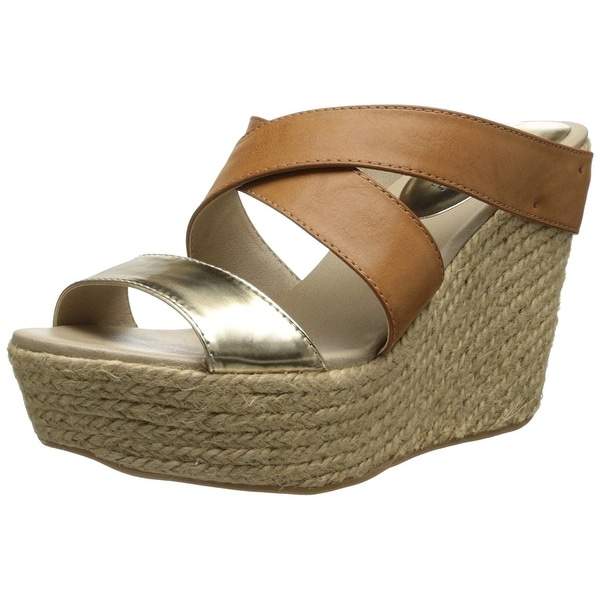 Kenneth Cole REACTION Women's Oscar Rent Her Wedge Sandal