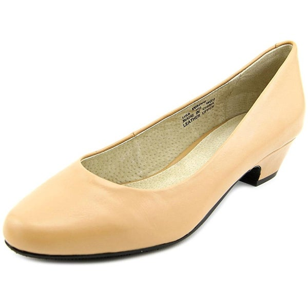 Propet Taxi  2E Round Toe Leather  Heels