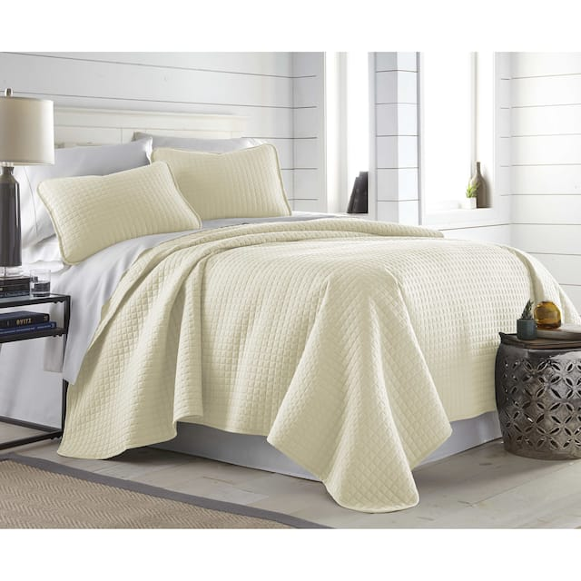 Oversized Solid 3-piece Quilt Set by Southshore Fine Linens - Off White - King - Cal King
