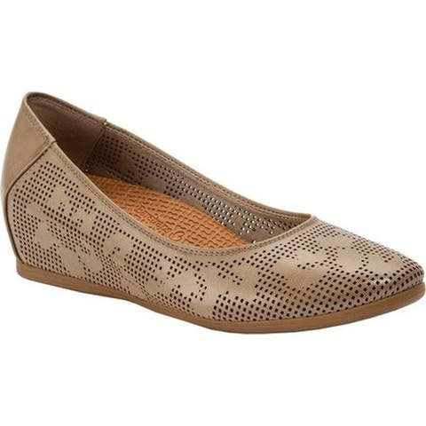 Bare Traps Women's Nixy Perforated Wedge Mushroom Aberdeen Faux Leather