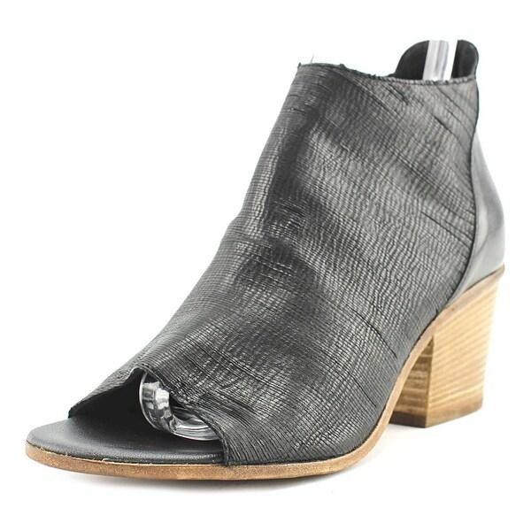 VC Signature Ashley Women Black Boots