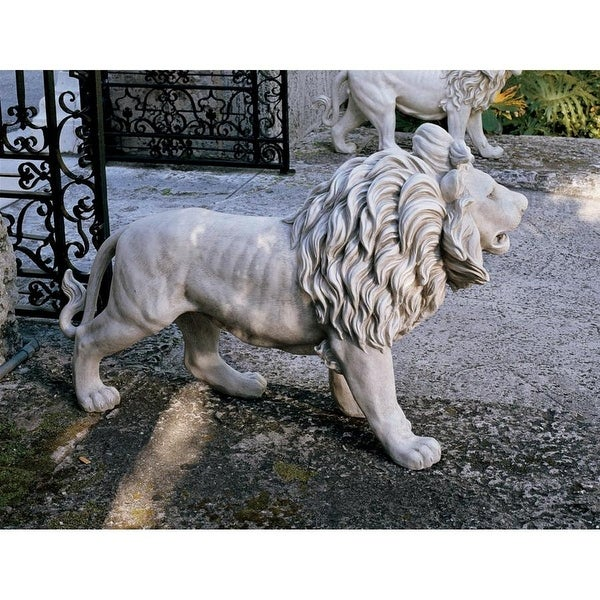 Design Toscano Regal Lion Sentinel of Grisham Manor Statue: Right Foot Forward