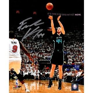 Frank Kaminsky Signed Charlotte Hornets Jump Shot Action 8x10 Photo