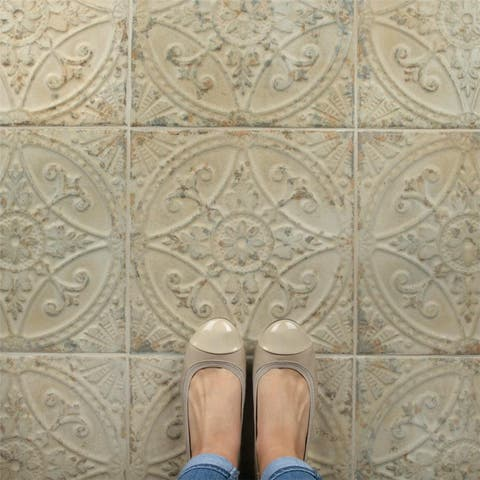 SomerTile 13x13-inch Cantabria Blanco Ceramic Floor and Wall Tile
