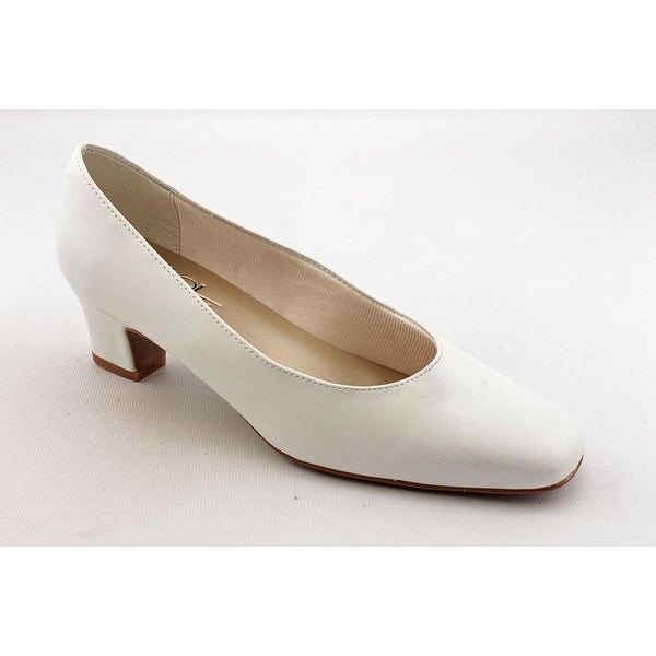 Life Stride Jade White Smooth Pumps