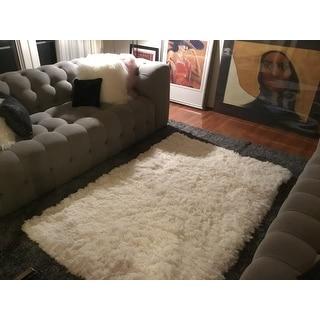 Safavieh Polar Shag White Fluffy Silken Rug - 4' x 6'