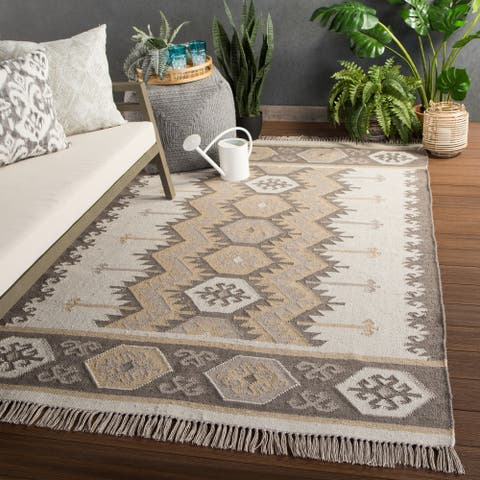 "Sonoran Indoor/ Outdoor Geometric Gray/ Taupe Area Rug - 7'10""X9'10"""