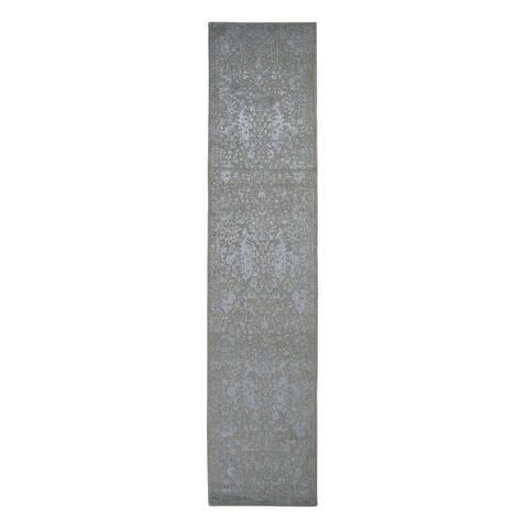 "Shahbanu Rugs Gray Jacquard Hand Loomed Wool and Art Silk Heriz Design Runner Oriental Rug (2'5"" x 10'1"") - 2'5"" x 10'1"""