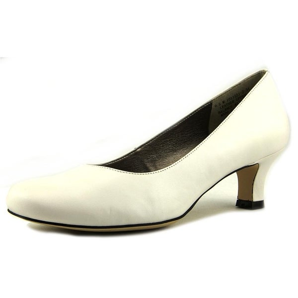 Array Flatter Women  Round Toe Leather White Heels