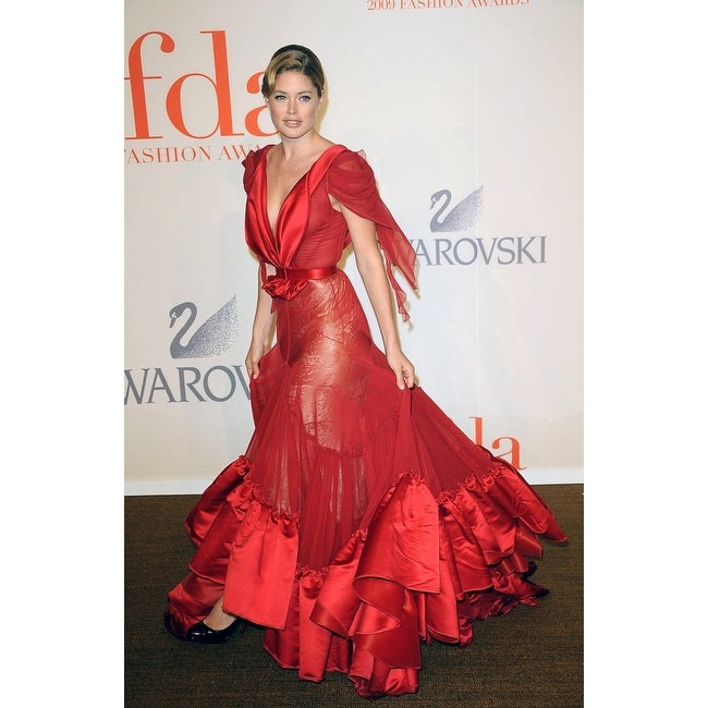 Shop Doutzen Kroes At Arrivals For The 2009 Council Of Fashion Designers Of America Cfda Fashion Awards Alice Tully Hall At Lincoln C Overstock 24411108