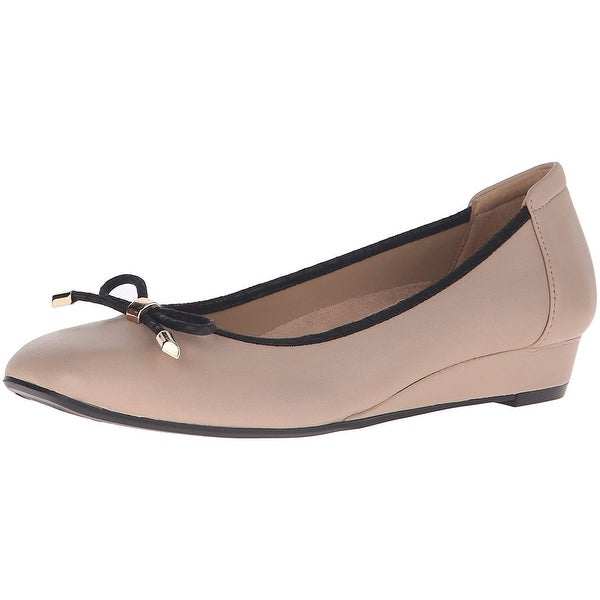 Naturalizer Womens Dove Leather Closed Toe Wedge Pumps
