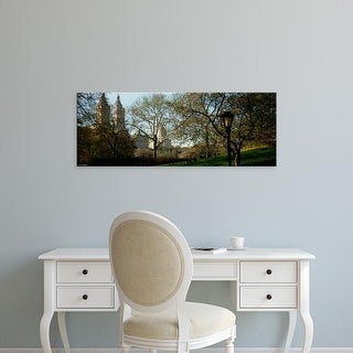 Easy Art Prints Panoramic Image 'Park In Front Of A Building, Central Park, NYC, New York City, New York' Canvas Art