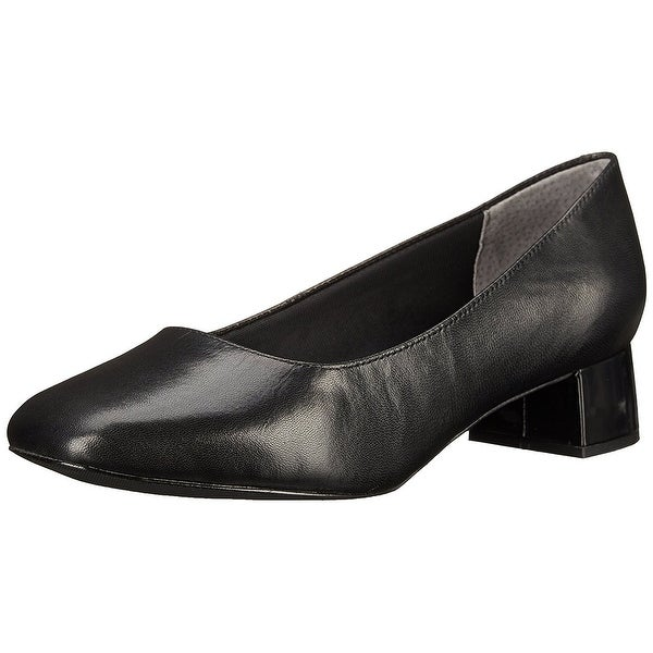 Trotters Womens Lola Leather Closed Toe Classic Pumps