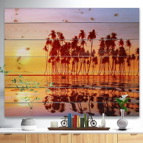 Designart Deisgnart 'Discontinued product' Seascape Print on Natural Pine Wood - Red