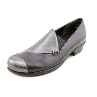 Munro American Cheryl   Round Toe Leather  Loafer