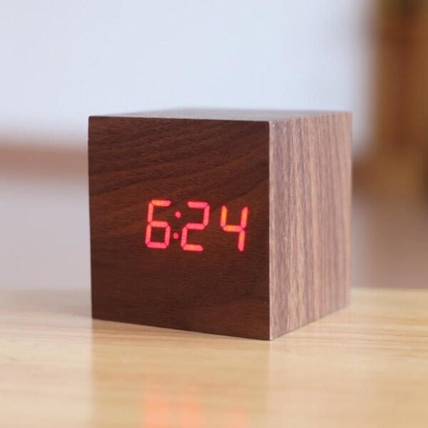 Wood Clock. Opens flyout.