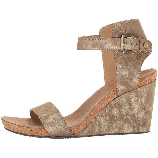 Adrienne Vittadini Footwear Women's Ted Sandal