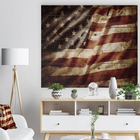 Designart 'American Flag' Contemporary Print on Natural Pine Wood - Red