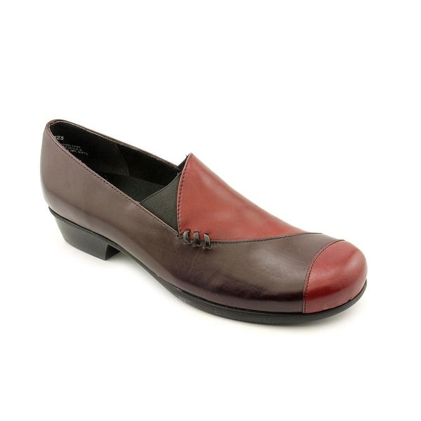Munro American Cheryl Women SS Round Toe Leather Burgundy Loafer