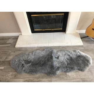"""Dynasty Natural 2-Pelt Luxury Long Wool Sheepskin Grey Shag Rug - 2' x 5'5"""""""