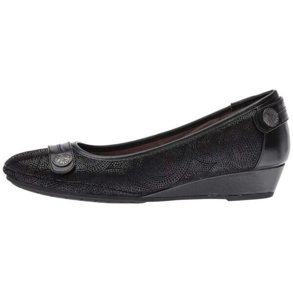 da626d33949 Shop Comfortiva Womens Anne Leather Closed Toe Wedge Pumps - Free ...