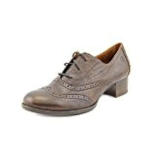Born Womens Naleigh Wingtip Shoe Sandal