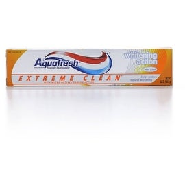 Aquafresh Extreme Clean Fluoride Toothpaste, Whitening Action 5.60 oz