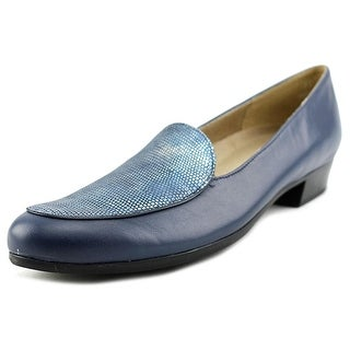 Munro American Mallory Round Toe Leather Loafer