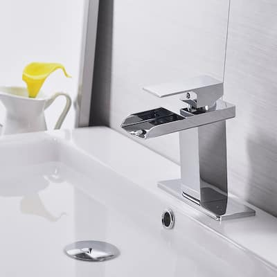 Chrome Single Handle Bathroom Faucet with Drain Assembly