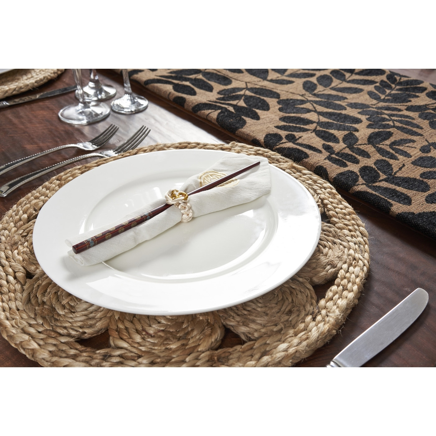 LR Home Natural Jute 15 in. x 15 in. Round Placemats ( Set