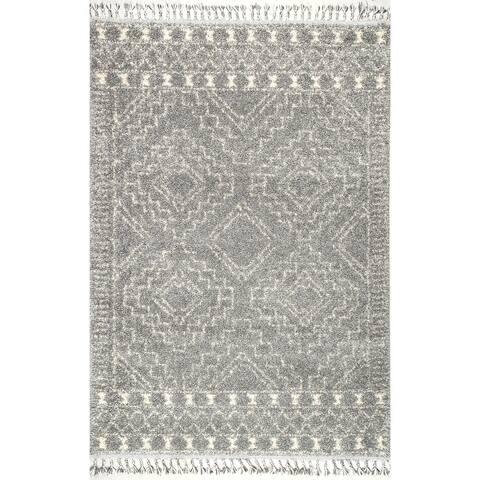 nuLOOM Soft and Plush Geometric Moroccan Shag Tassel Area Rug
