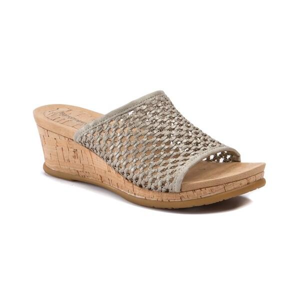 Baretraps Flossey Women's Sandals & Flip Flops Champagne