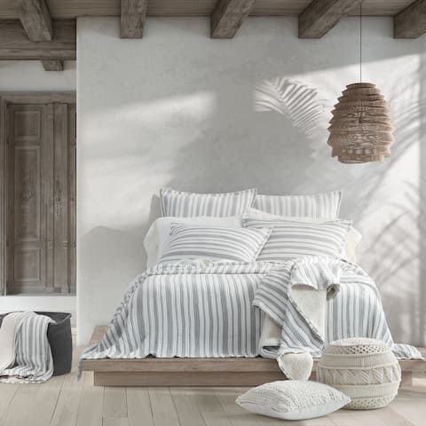 Five Queens Court Crystal Cove Coverlet