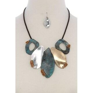 Organic Shape Short Necklace