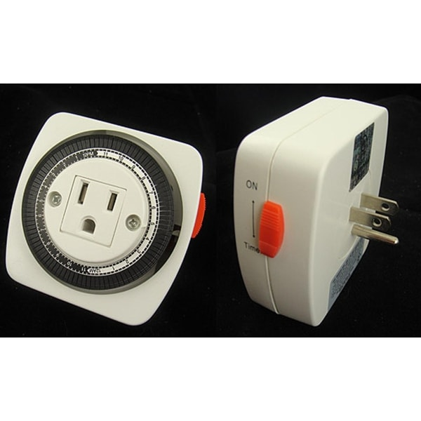 Westinghouse 3-Prong Mechanical 24 Hour Indoor Christmas Light Timer - WHITE