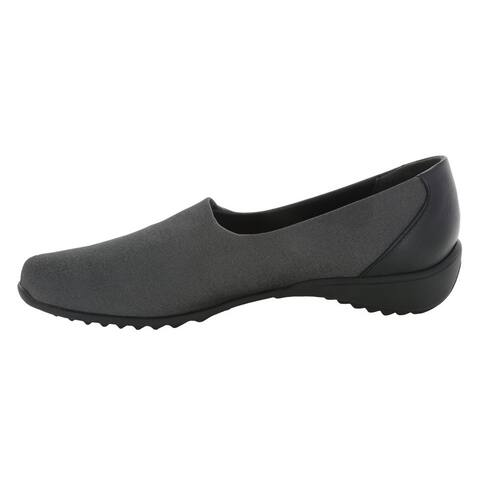Munro Womens traveler Closed Toe Loafers