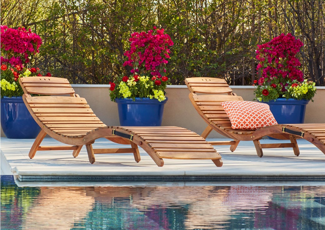 outdoor wooden chaise lounges