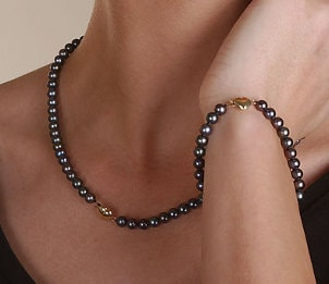How to Select Black Pearls