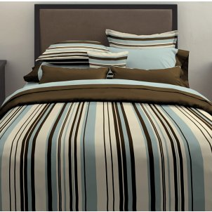 Water bed with striped bedding