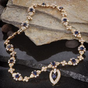 A stunning vintage necklace with blue sapphires