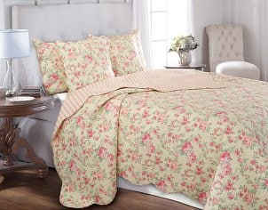 Floral pattern California king size quilt