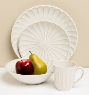 Dinnerware table setting