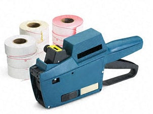 Pricing gun with several label rolls