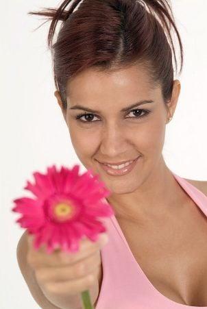 Bridesmaid holding a daisy