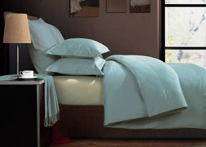Bed with Egyptian cotton sheets