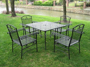Five-piece iron patio set with lattice pattern and scrollwork