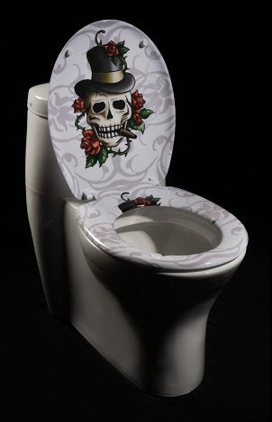 A striking skull-and-roses toilet seat