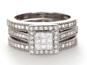 A luxurious 3-band diamond wedding ring set